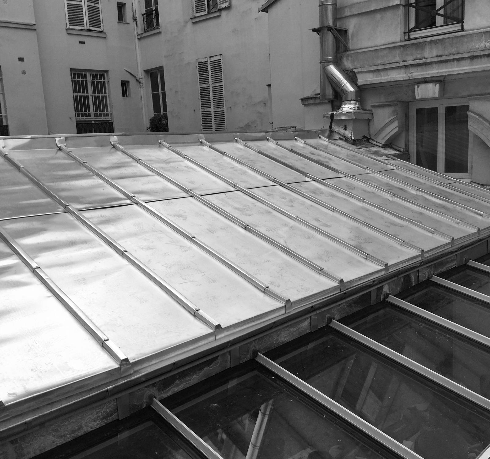 Paris toiture charpente couverture paris intramuros for Fenetre a tabatiere